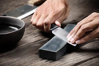 How to use kitchen knives safely: Follow Some Steps